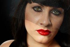 Retrato dramático da jovem mulher no véu Imagens de Stock Royalty Free
