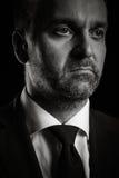 Retrato dramático del hombre de negocios en fondo negro imágenes de archivo libres de regalías