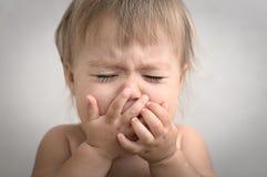 Retrato dramaticamente de grito do bebê Imagem de Stock