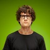Retrato emocional de um homem consideravelmente novo Foto de Stock