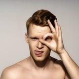 Retrato emocional do homem novo fotografia de stock royalty free
