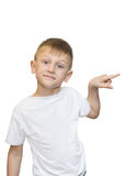 Retrato emocional do menino adolescente caucasiano Adolescente engraçado que aponta e que olha ascendente ao rir, isolado no bran foto de stock