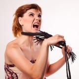 Retrato en mujer violentamente de griterío Fotografía de archivo