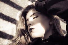 Retrato en perfil de un adolescente hermoso Foto de archivo libre de regalías