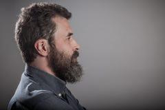 Retrato enorme de la barba del perfil lateral, hombre caucásico adulto maduro Fotografía de archivo