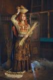 Retrato estilizado do vintage da jovem mulher foto de stock