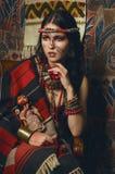 Retrato estilizado do vintage da jovem mulher foto de stock royalty free