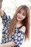 Retrato exterior da menina asiática nova Imagens de Stock Royalty Free