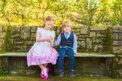 Retrato exterior de crianças adoráveis Imagens de Stock Royalty Free