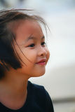 Retrato exterior de uma menina asiática bonita Fotografia de Stock Royalty Free