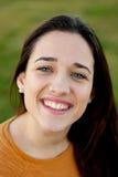 Retrato exterior do riso feliz bonito da menina do adolescente Imagem de Stock Royalty Free