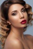 Retrato facial bonito da jovem mulher Imagem de Stock Royalty Free