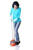Retrato feliz da mulher de limpeza fotografia de stock