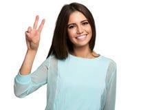 Retrato feliz da mulher isolado no branco imagens de stock