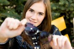 Retrato feliz de la muchacha al aire libre Fotografía de archivo
