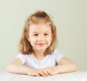 Retrato feliz de la niña fotografía de archivo