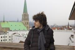 Retrato feliz del muchacho en Bielefeld, Alemania foto de archivo