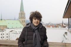 Retrato feliz del muchacho en Bielefeld, Alemania fotografía de archivo