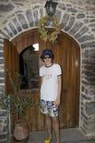 Retrato feliz del muchacho en la isla de Quíos, Grecia imagen de archivo