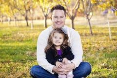 Retrato feliz del padre y de la hija Imagen de archivo libre de regalías