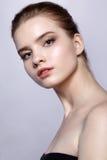Retrato femenino adolescente joven de la belleza con maquillaje del día Foto de archivo libre de regalías