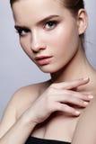 Retrato femenino adolescente joven de la belleza con maquillaje del día Imágenes de archivo libres de regalías