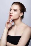 Retrato femenino adolescente joven de la belleza con maquillaje del día Imagen de archivo libre de regalías