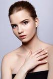 Retrato femenino adolescente joven de la belleza con maquillaje del día Fotografía de archivo