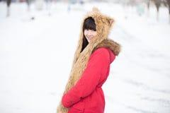 Retrato femenino al aire libre en invierno Foto de archivo libre de regalías