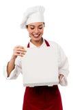 Retrato femenino confiado del cocinero imagenes de archivo