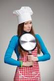 Retrato femenino divertido - klutz en la cocina fotos de archivo libres de regalías