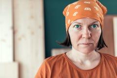Retrato femenino independiente confiado del carpintero imágenes de archivo libres de regalías