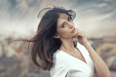 Retrato fino da mulher esperta atrativa Fotos de Stock Royalty Free