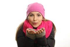Retrato de la muchacha del invierno aislado en el fondo blanco. Imágenes de archivo libres de regalías