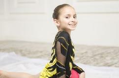 Retrato hermoso de la muchacha del entrenamiento del deporte Imagen de archivo
