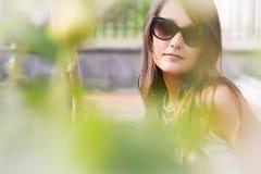 Retrato hermoso de la muchacha en luz del sol foto de archivo libre de regalías