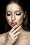 Retrato hermoso de la mujer con el lápiz labial brillante Imagen de archivo