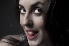 Retrato hermoso de la mujer con la lengüeta Fotografía de archivo