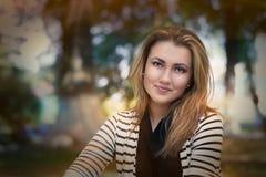 Retrato hermoso de la mujer joven Fotografía de archivo