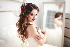 Retrato hermoso de la novia con maquillaje brillante Foto de archivo libre de regalías