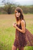 Retrato hermoso de una muchacha feliz despreocupada Imagen de archivo