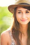 Retrato hermoso de una muchacha feliz despreocupada Imagen de archivo libre de regalías