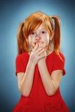 Retrato hermoso de una niña sorprendida Fotos de archivo libres de regalías