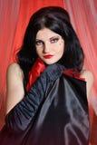 Retrato hermoso del corista del burlesque del cabaret de la mujer joven Imágenes de archivo libres de regalías