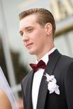 Retrato hermoso del novio de los jóvenes foto de archivo libre de regalías
