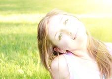 Retrato hermoso joven de la mujer Fotos de archivo libres de regalías