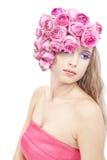 Retrato hermoso joven de la mujer con las flores rosadas Imagen de archivo libre de regalías