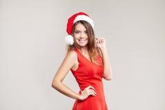 Retrato horizontal de la muchacha de la Navidad con la copa en el fondo blanco Fotos de archivo
