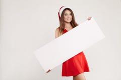 Retrato horizontal de la muchacha de la Navidad con la copa en el fondo blanco Imágenes de archivo libres de regalías