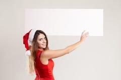 Retrato horizontal de la muchacha de la Navidad con la placa en el fondo blanco Fotos de archivo
